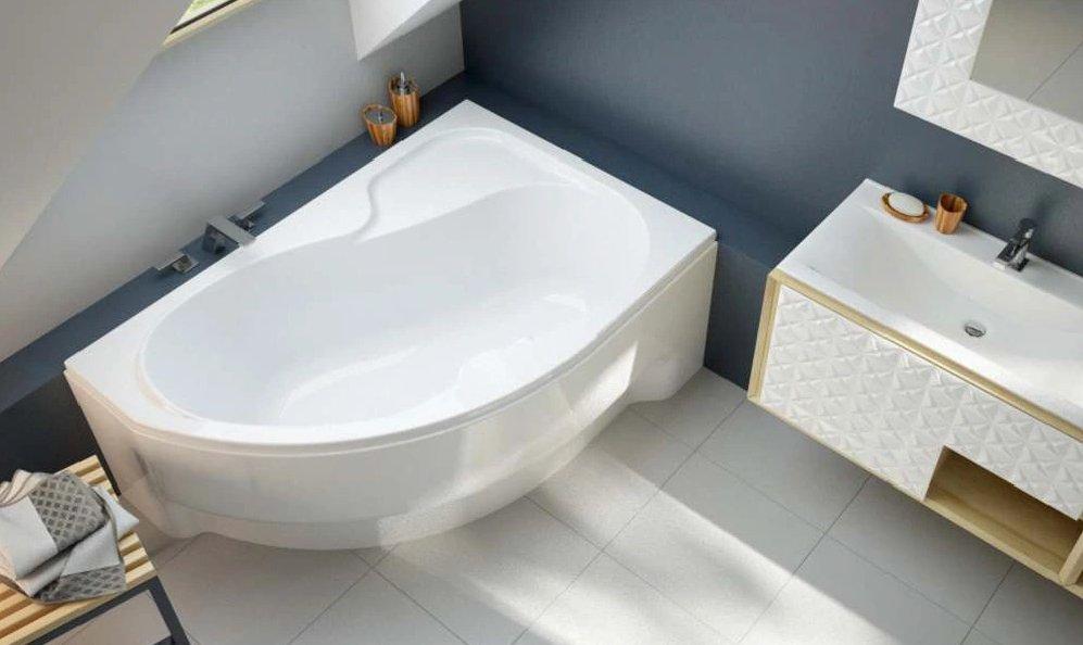 Асиметрична кутова акрилова ванна